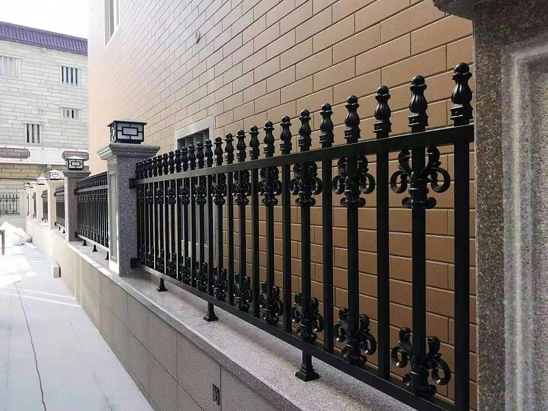 铝艺护栏的特点与优势