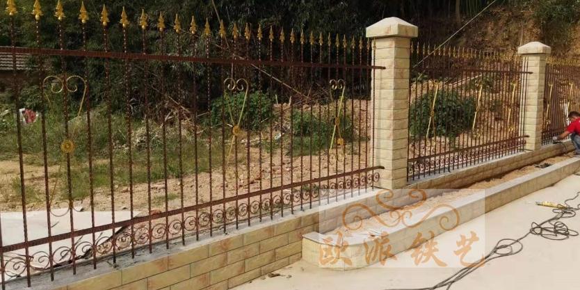 农村自建房铁艺大门和围栏安装效果