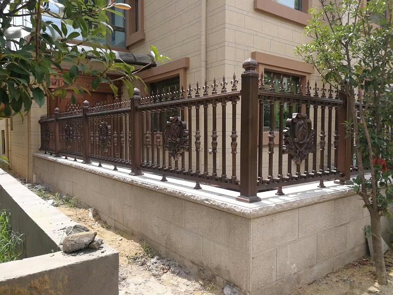 普通护栏与铝艺护栏的区别