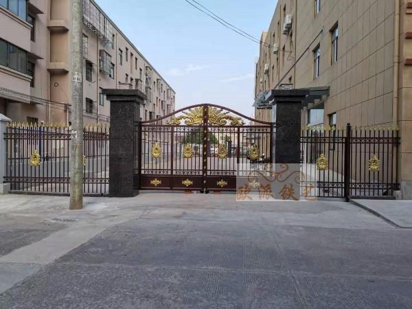 锌钢大门和铝艺大门哪个更好?